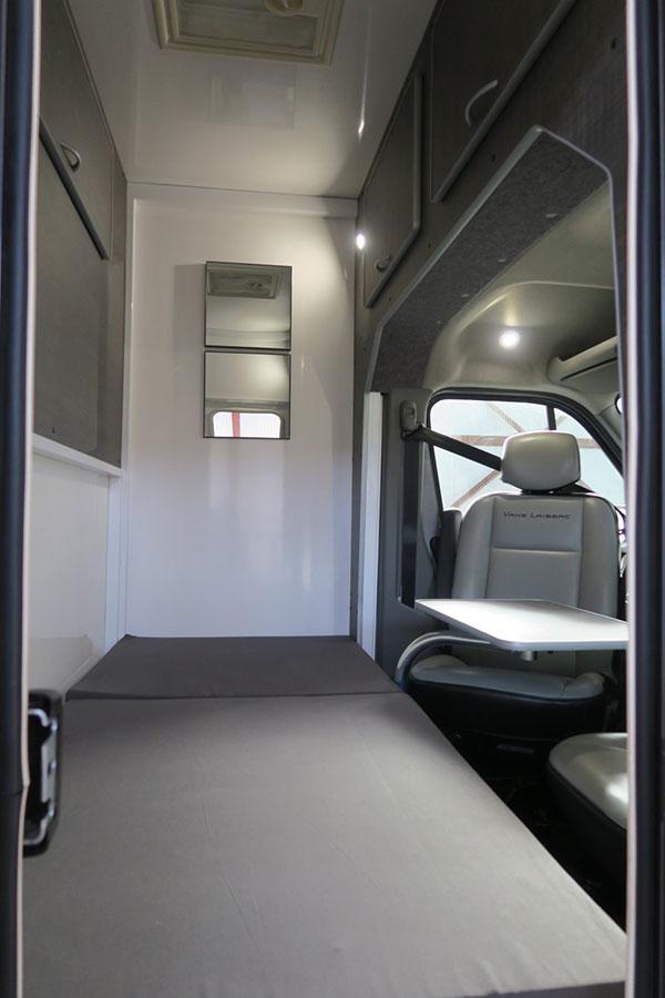 Les camions chevaux de Vans Laissac Utilitaires avec cabine approfondie équipée home car