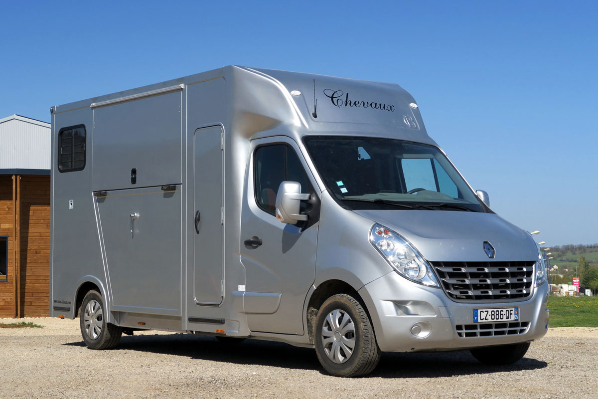 camion chevaux renault master d 39 occasion et cabine approfondie aveyron. Black Bedroom Furniture Sets. Home Design Ideas