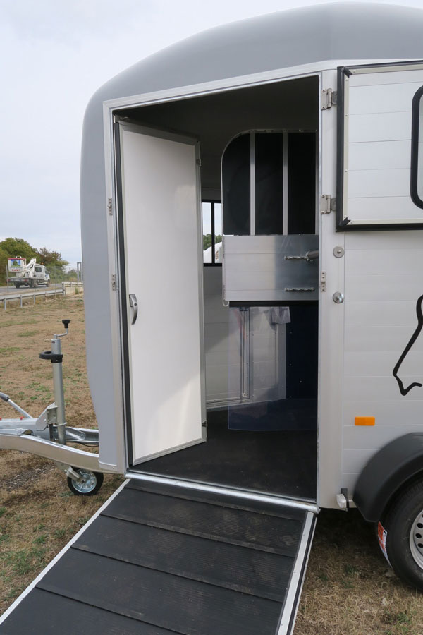 van chevaux touring country