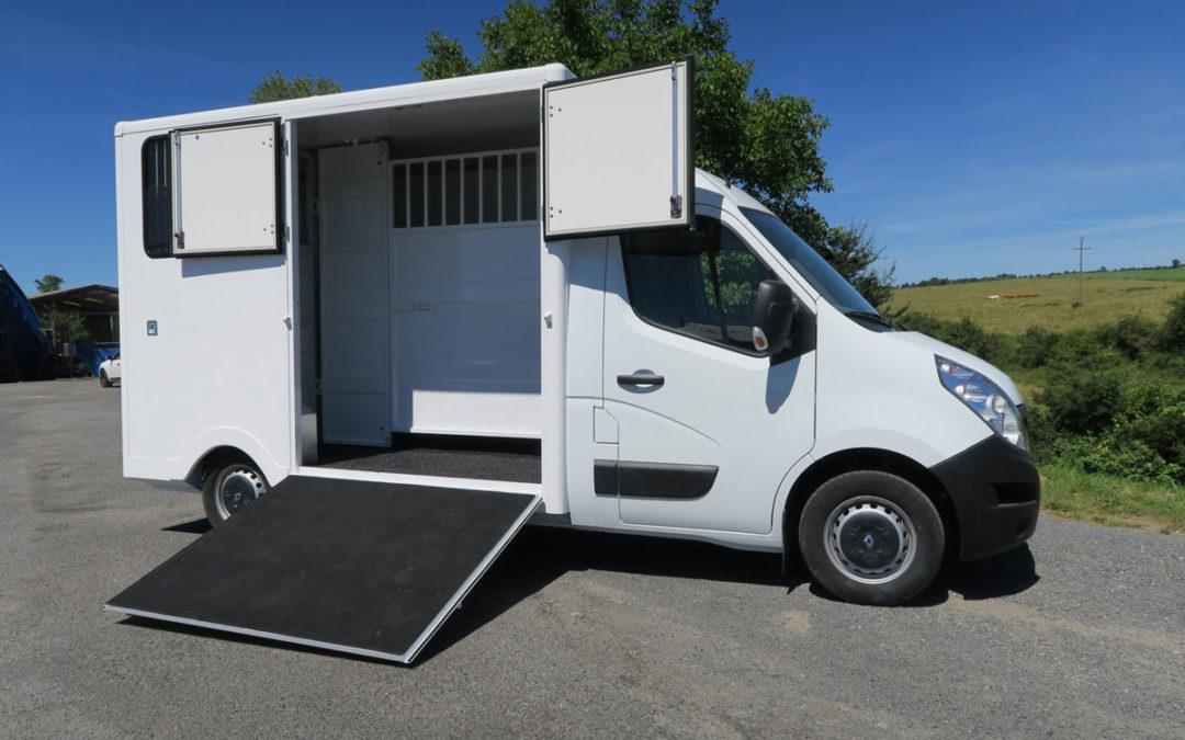 Disponible RENAULT MASTER III DCI 130 modèle stalle int. tout Alu prix : 37 000 € HT