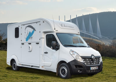 Camion chevaux modèle stalle – RENAULT MASTER III DCI 170