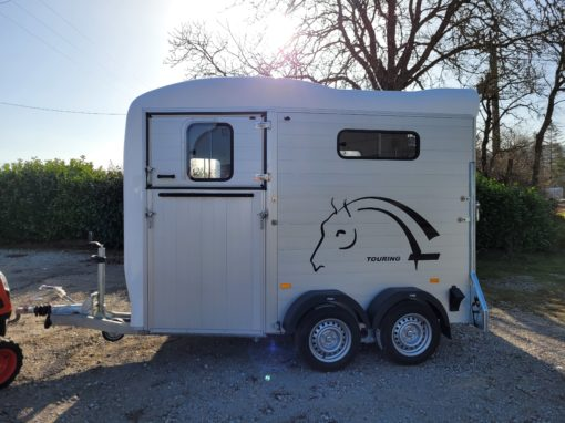 DISPONIBLE – NEUF – Van 1 place ½ « Touring One » Blanc et Alu