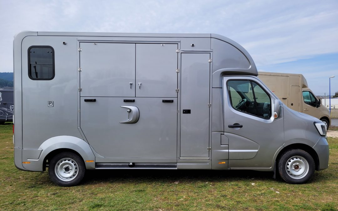 DISPONIBLE – NEUF – Camion chevaux personnalisable – RENAULT MASTER III DCI 165