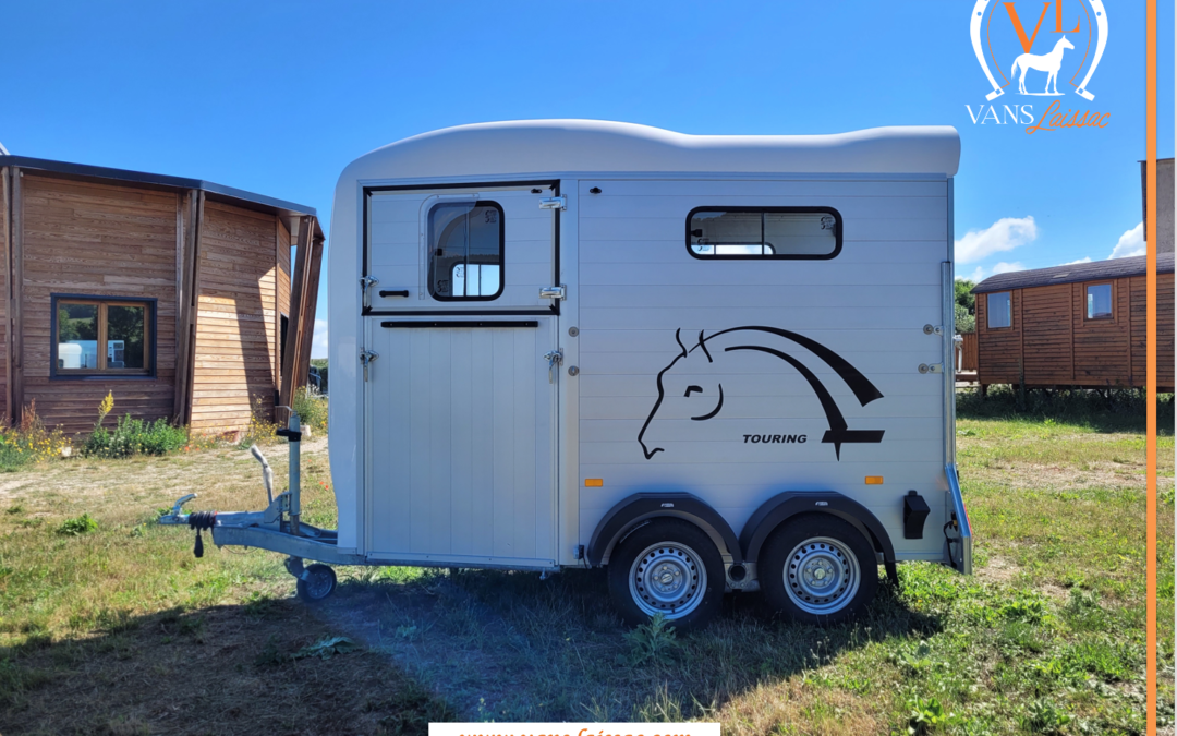 DISPONIBLE – NEUF – Van 1 place ½ « Touring One » Blanc et Alu